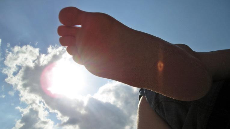 frauen die auf füße stehen schenkelbänder